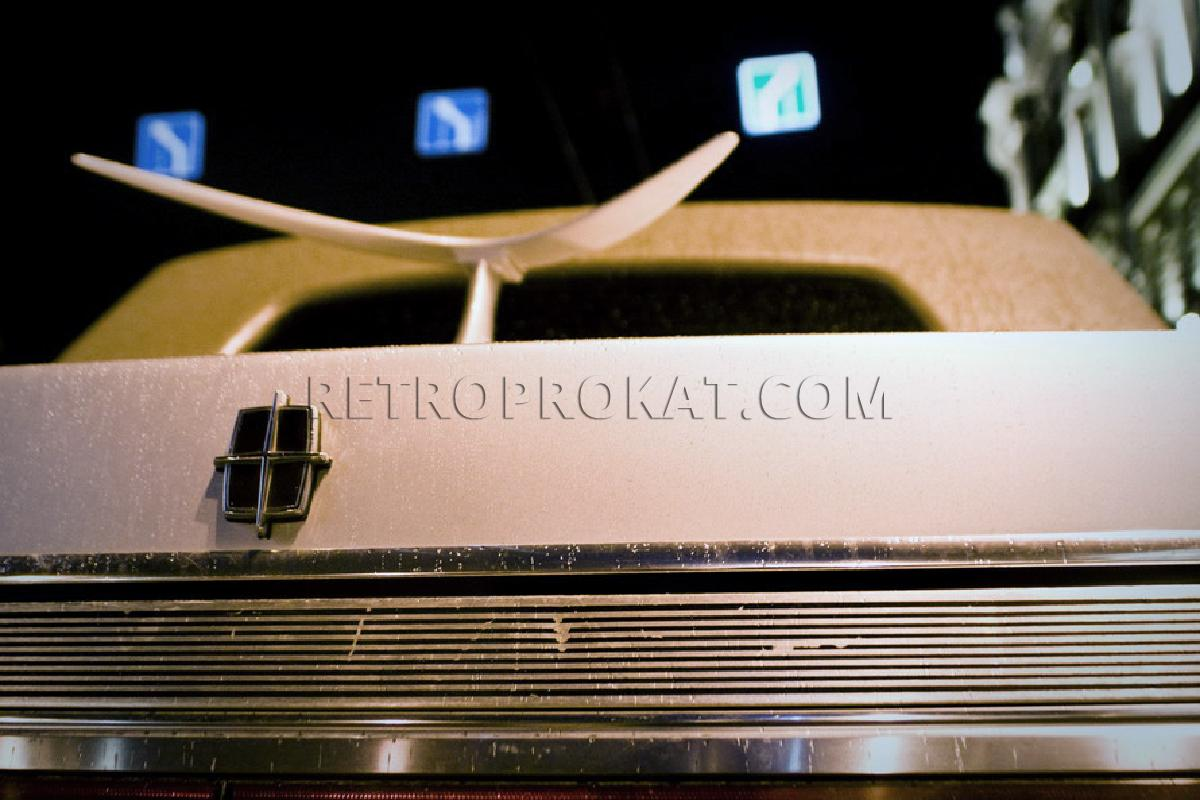 retroprokat.com-lincoln-towncar-04.jpg