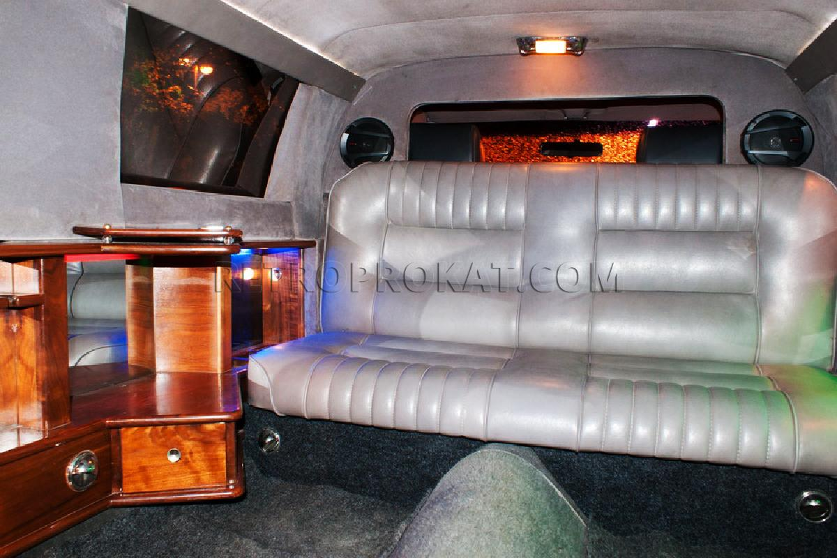 retroprokat.com-lincoln-towncar-08.jpg